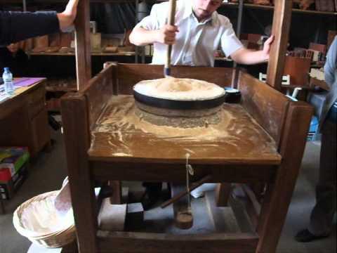 Démonstration d'un moulin à perche expérimental par la JPGF