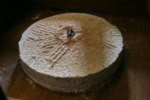 Meule en grés de Fosses pour faire de la farine à partir de blé