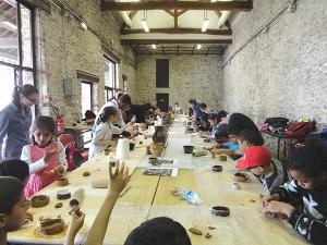 Atelier céramique à la base archéologique de Fosses